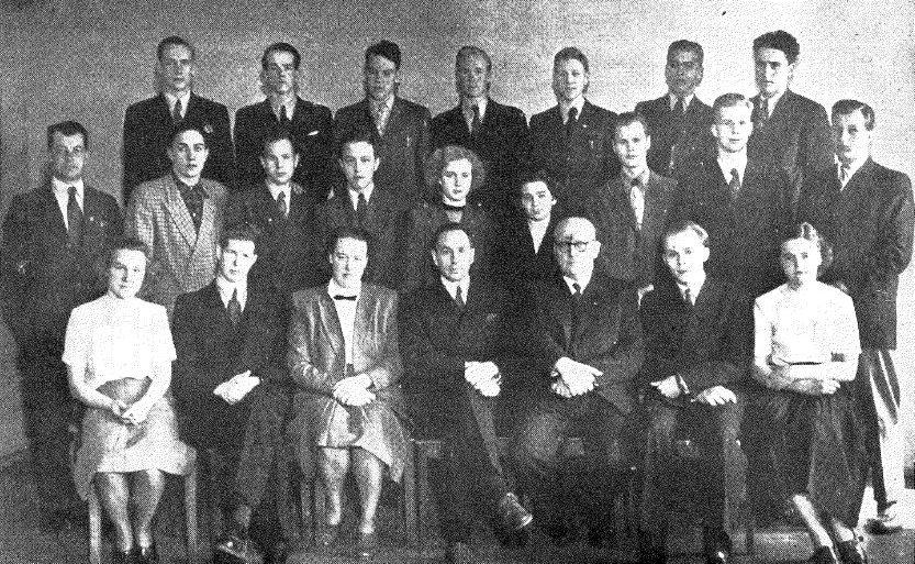 Optikkokoulun ensimmäinen kurssi 1949–1952.