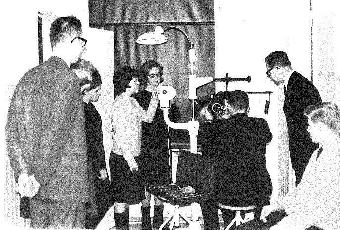 Refraktio-opin tunti Optikkokoulussa 1960-luvun lopulla.