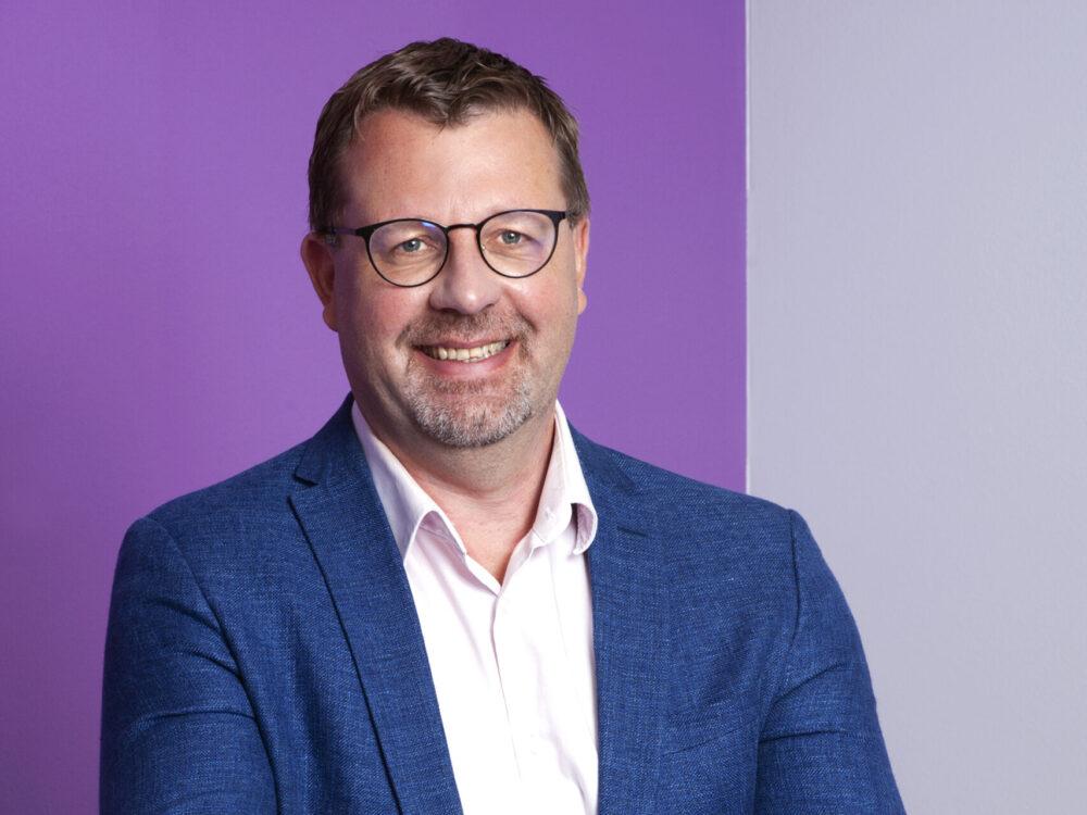 Jussi Salminen, Silmäasema